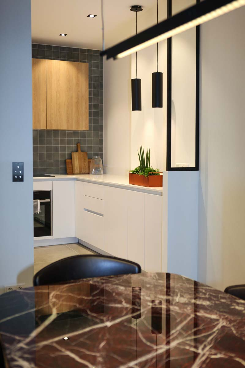 Petite cuisine ouverte réalisée par un architecte d'intérieur