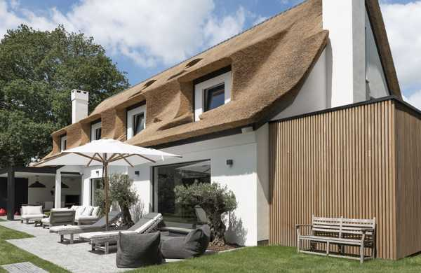 Renovation of a villa with a thatched roof